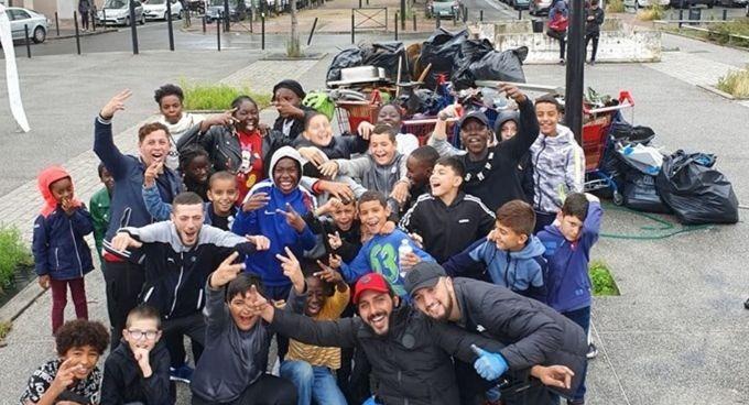 Une photo des jeunes de Sartrouville après le grand nettoyage