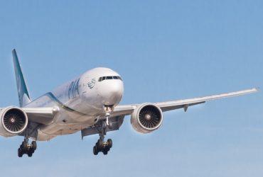 Un avion décollant de l'aéroport Pearson International Airport, Mississauga de Toronto, Canada