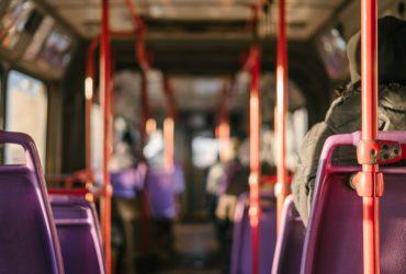 A l'intérieur d'un bus.