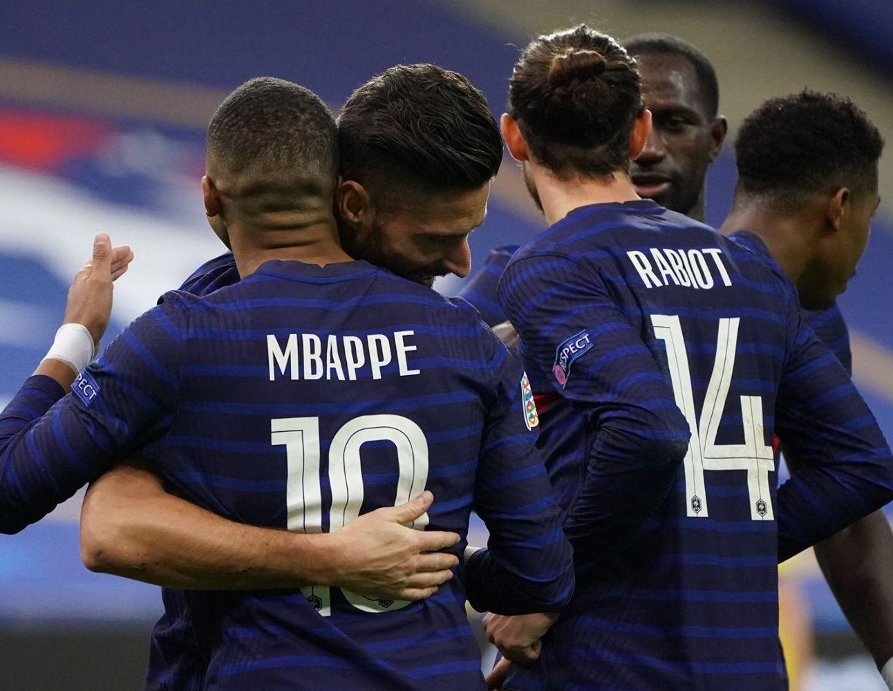 Les joueurs de l'Equipe de France célébrant un but lors du match contre la Suède, le mardi 17 novembre 2020.